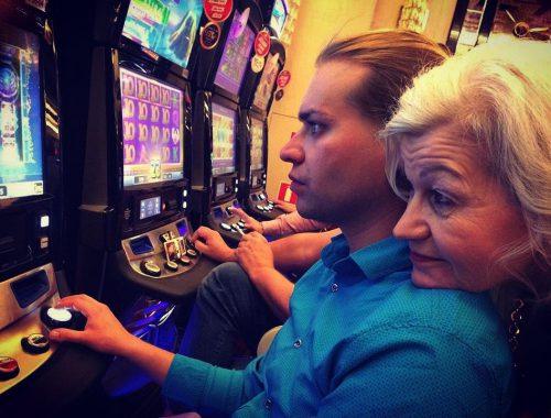 Гоген Солнцев растратил деньги своей жены в казино